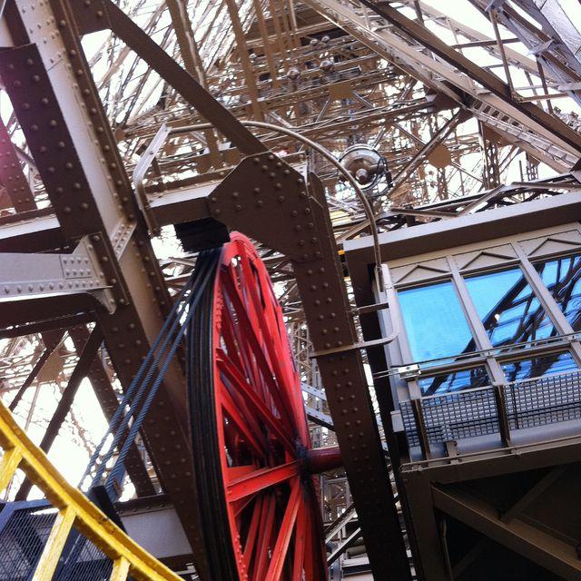 image: Detalle de la Torre Effiel by ailopez