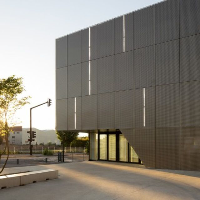 image: Ateliers O-S Architectes   Gymnase scolaire by pattercoolness