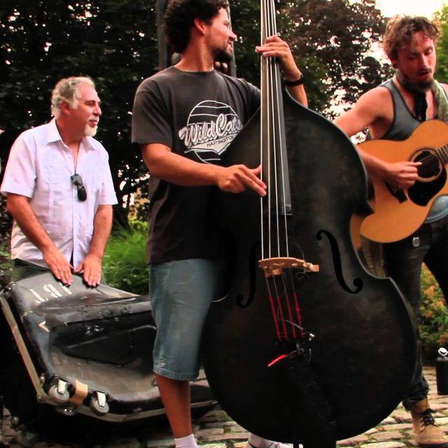 video: John Butler Trio - Funky Tonight (Ottawa Guerilla Busk) by alex-alarco