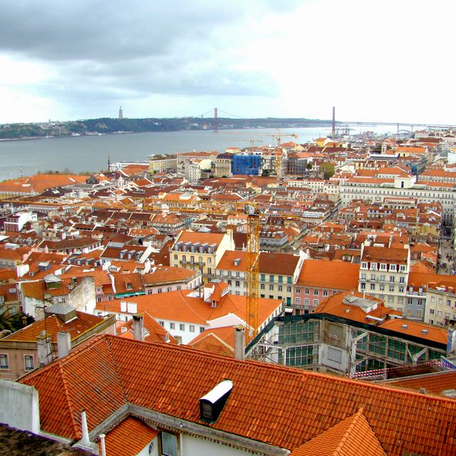 image: LISBON FROM THE TOP. by ergorgue