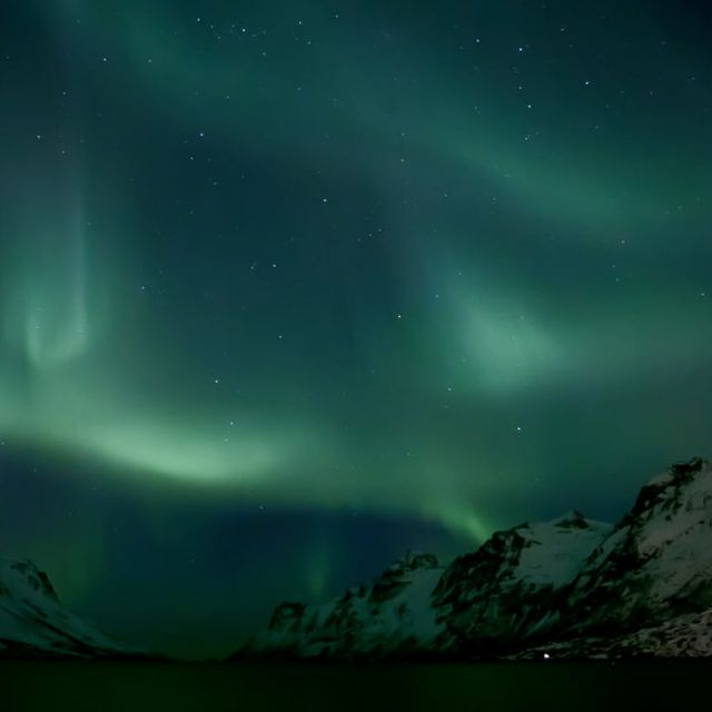 video: Fjord Night by rodo