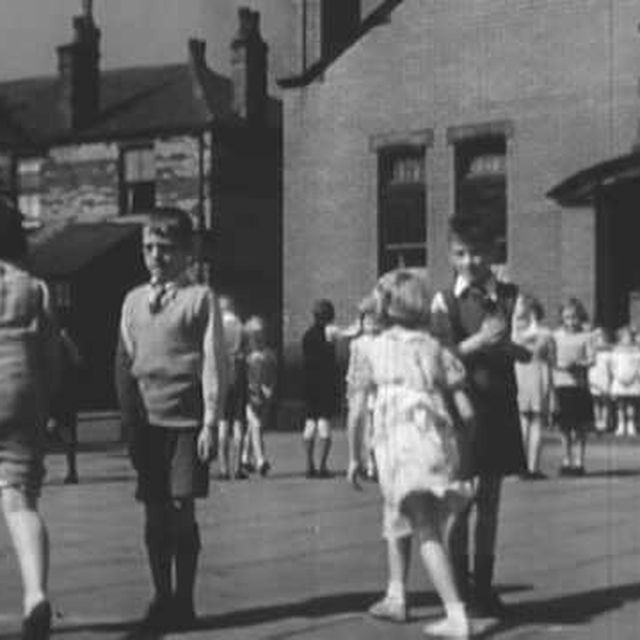 video: LISTEN TO BRITAIN,  1942 by bellucci