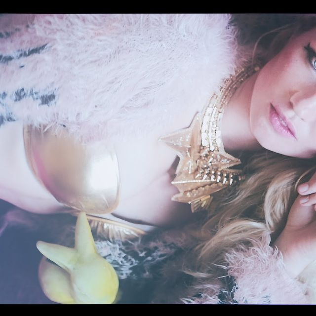 video: Revolver Eyes - Martina Wallin - by martina-wallin-7