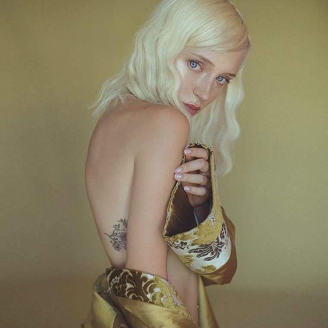 image: goldengirl by xenialau