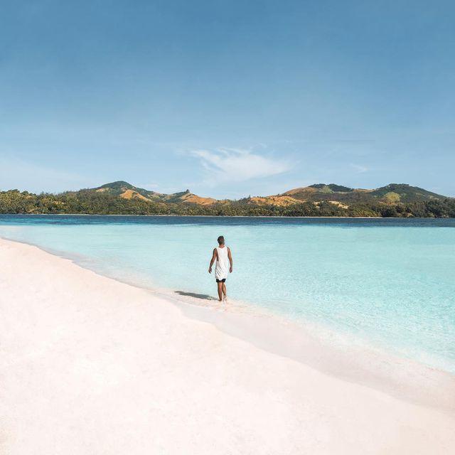 image: 🇫🇷 Nous capturons d'incroyables souvenirs ici aux Fidji. Tellement d'amour pour ces îles ❤️Aujourd'hui, nous allons faire de la plongée! Super excités de voir ce que les eaux profondes ont à nous offrir ✌🏼------------------------------🇬🇧 Captured so... by escape_your_life