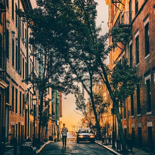 image: Beacon hill de-light ?? •••••••••••••••••• •• • • • • • • • • • #Sonyalpha #alphacollective #ig_color  #moodygrams  #boston #igboston #createcommune #beautifuldestinations #igersnewengland #depthobsessed  #igersmass #hbouthere  #igersusa by yayitsyanan