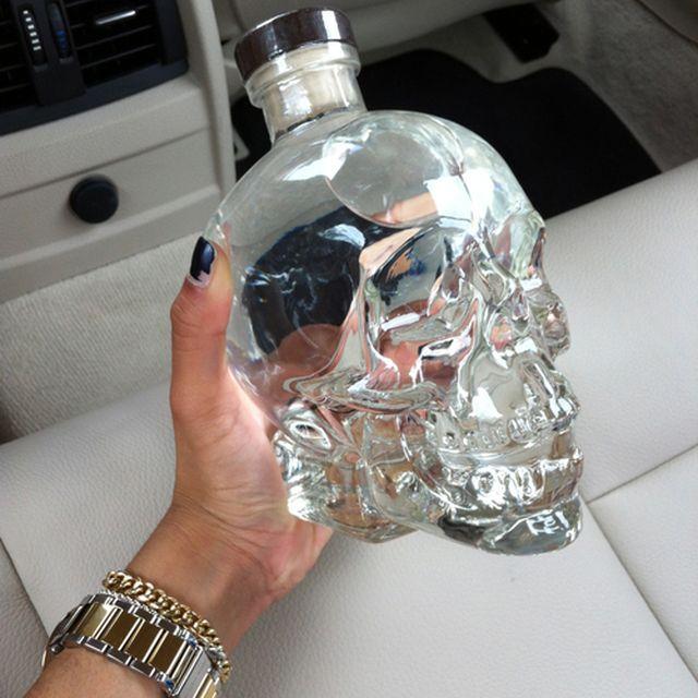 image: GLASS SKULL by pistachochandon