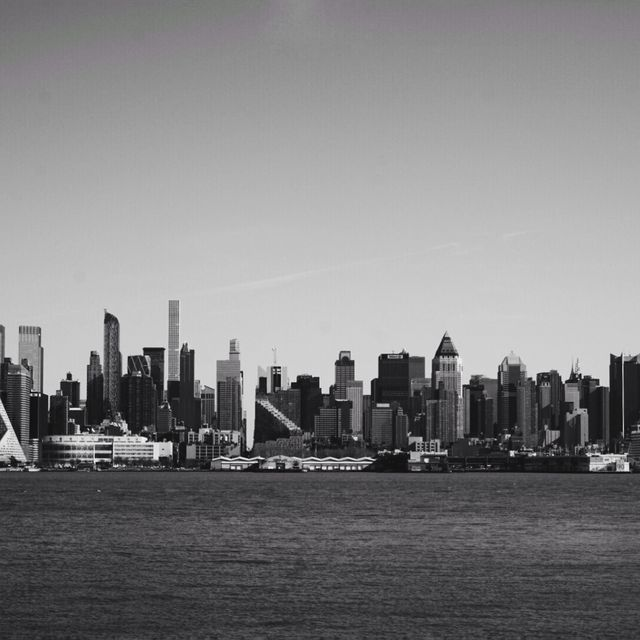 image: Skyline by lorca