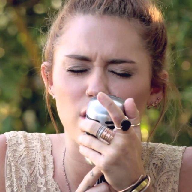 video: Miley Cyrus - Jolene by pablocurto