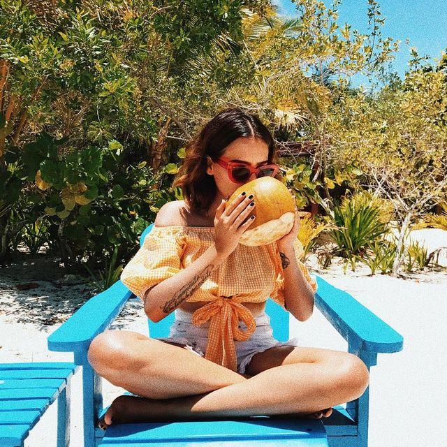 image: Nuevo amor. (No encontré emoji de cocos, imagínenlos) by yuyacst