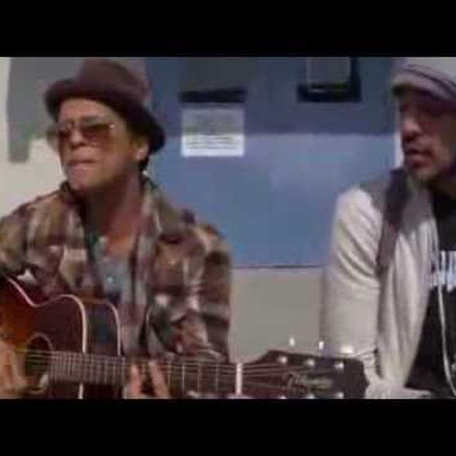 video: BILLIONAIRE - TRAVIE McCOY Ft. BRUNO MARS (Live) by reynolds