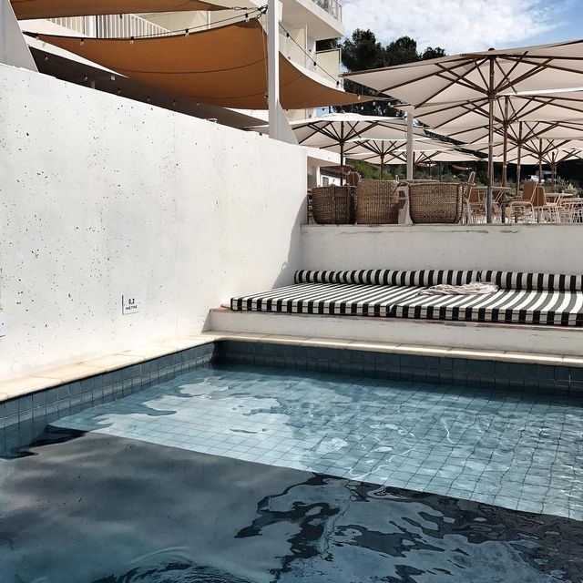 image: / swimming pool ?/ #architecture #lesrochesrouges #hotel #mpptravel #bonneadresse #mespetitespaillettes #photographer #mercipourladresse by mespetitespaillettes
