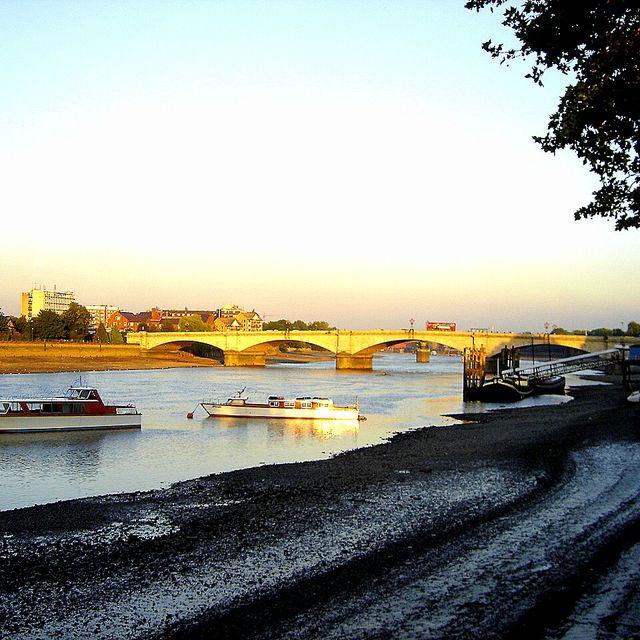 image: PUTNEY BRIDGE. LONDON. by ergorgue