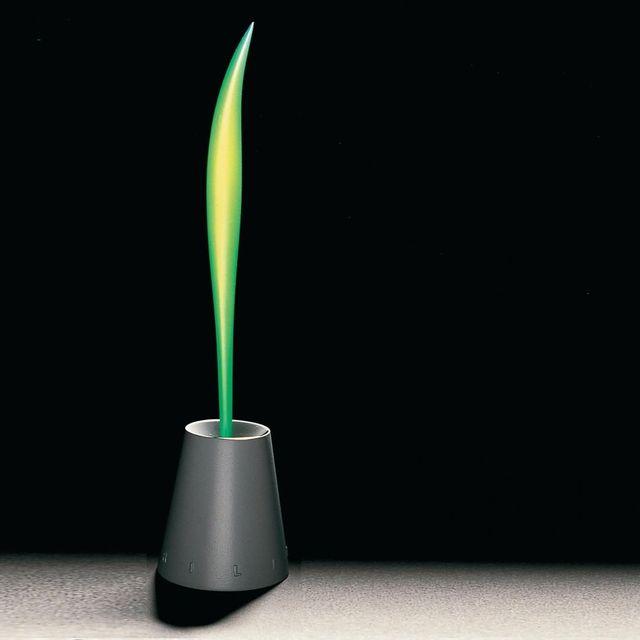 """image: #ThrowbackThursday 1989 - Philippe Starck imagine la brosse à dents Fluocaril """"C'est le produit dont je suis le plus fier. Je dis à tout le monde que je veux faire des produits populaires vendus à des millions d'exemplaires, qui valent trois sous, qui... by philippestarck"""