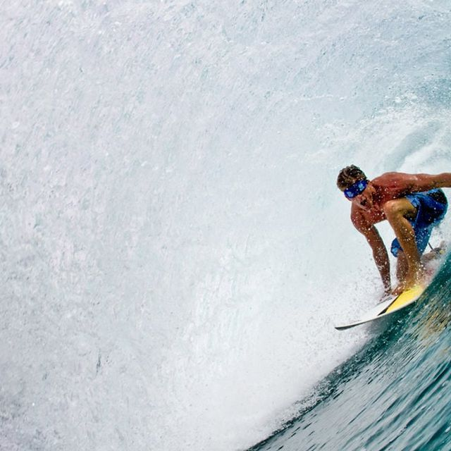 video: Bruce Irons surfs Teahupoo blindfolded by mikilator