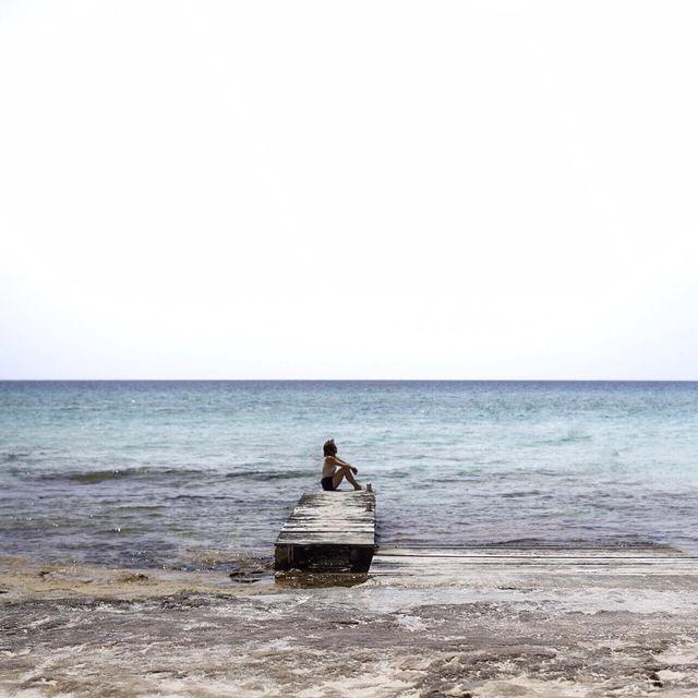 image: My head is here. Formentera. ?•••Mientras mi mente ya está en Formentera, he empezado a preparar mi piel para el sol con un tratamiento maravilloso que me han hecho en @budanails en Sarrià. Os recomiendo muchísimo que os hagáis un peeling corporal... by carolina_ferrer_