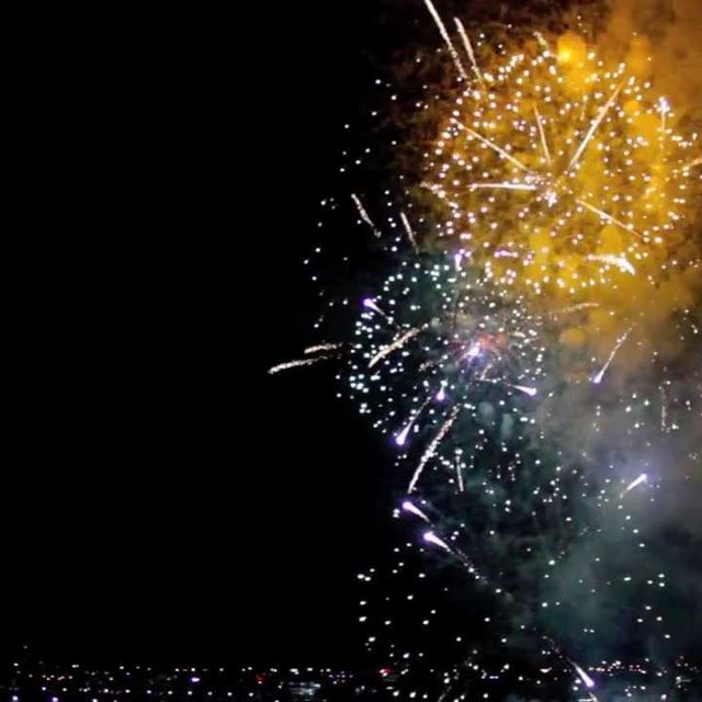 video: Fireworks In Reverse [NYE 2012 Melbourne] by ali