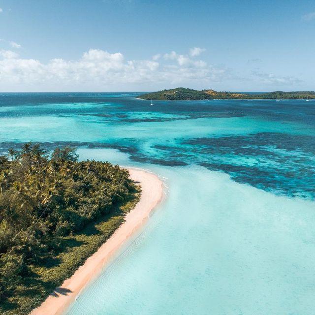 image: 🇫🇷 Chères Îles Fidji, vous continuez à nous couper le souffle jour après jour, île après île, et on vous en remercie 🏝🙌🏻💋------------------------------🇬🇧 Dear Fiji, you continue to take our breath away day after day, island after island 🏝🙌🏻💋 by escape_your_life