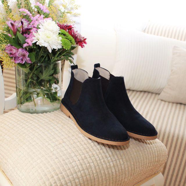 image: Chelsea boots by albertoortizrey
