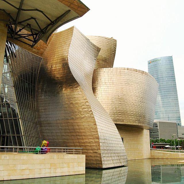 image: Las sinuosas y hechizantes curvas del Guggenheim de Bil by elpachinko