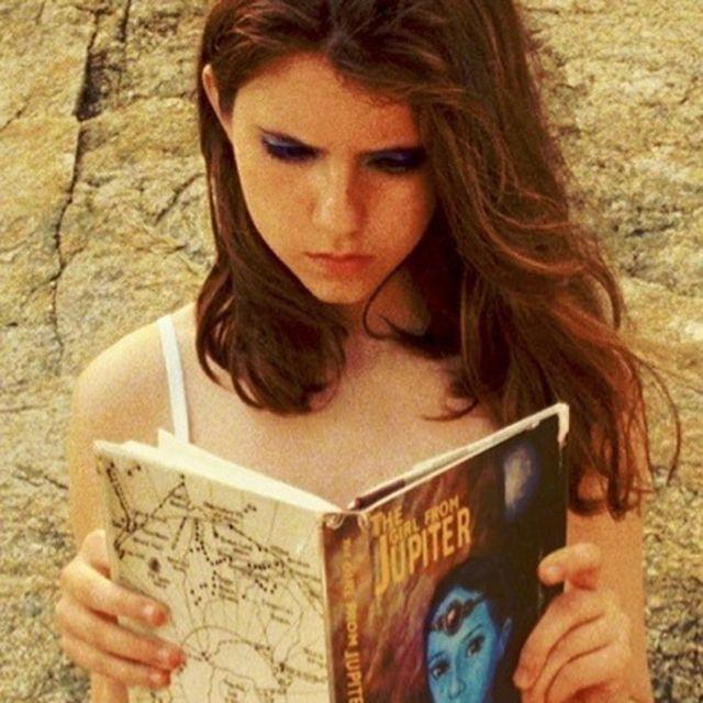image: Reading heroines by marina
