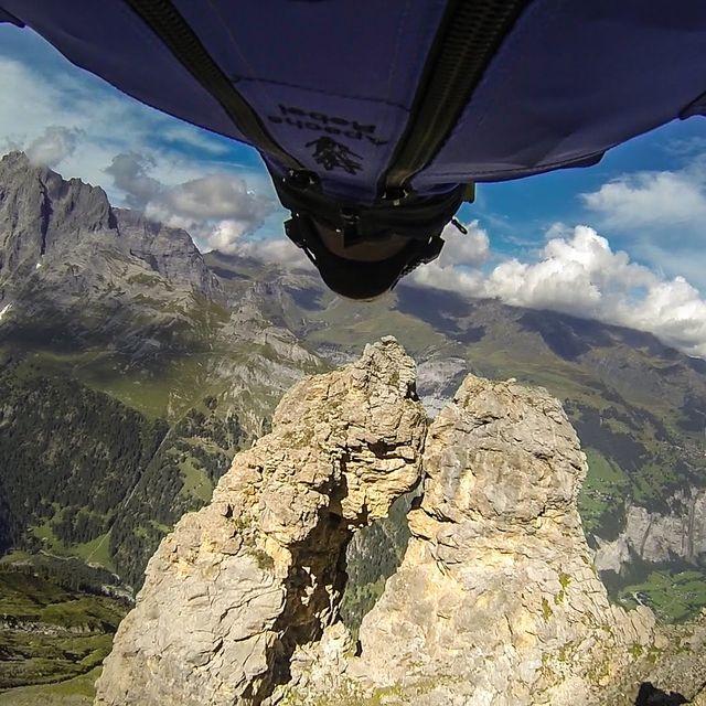 video: Wingsuit Flight Through 2 Meter Cave - Uli Emanuele by nachocarpio