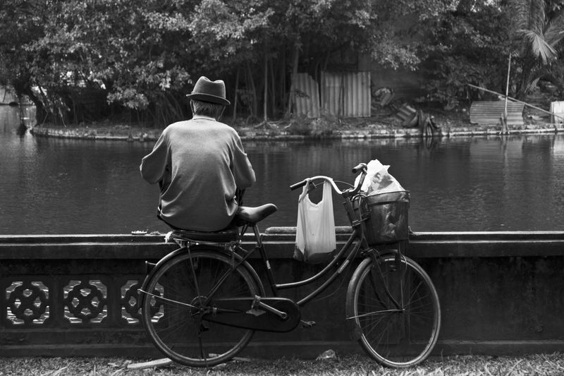 image: Fisherman in Hanoi by rusy