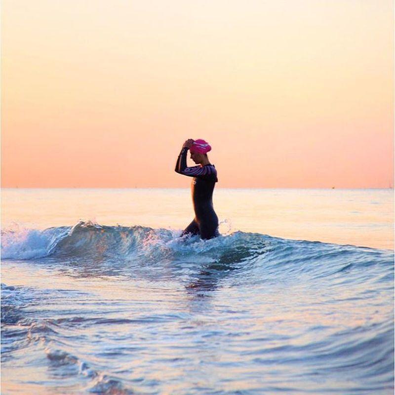 image: tambin me dijeron que las olas se me llevaran por delan by miriam_albero