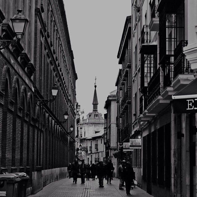 image: Cada ciudad tiene sus calles, cada calle tiene su histo by newagirene