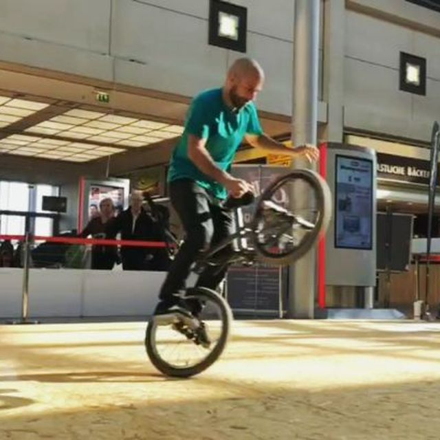 image: Another combo from Fight The Winter training sesh. Thanks again @erikhogers for filming!#flatland #bmx#bmxflatland #rideordie #fightthewinter2018 #bicycle by moya_flat
