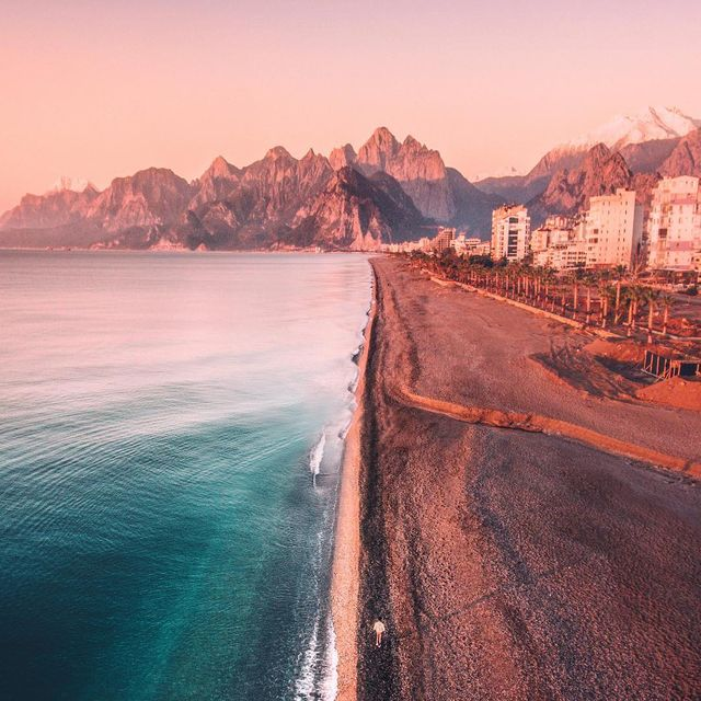 image: I'm in love with beaches in Turkey ✨ @qatarairways #QatarAirwaysAdana #QatarAirways #SorsTravel #goingplacestogether by iwwm