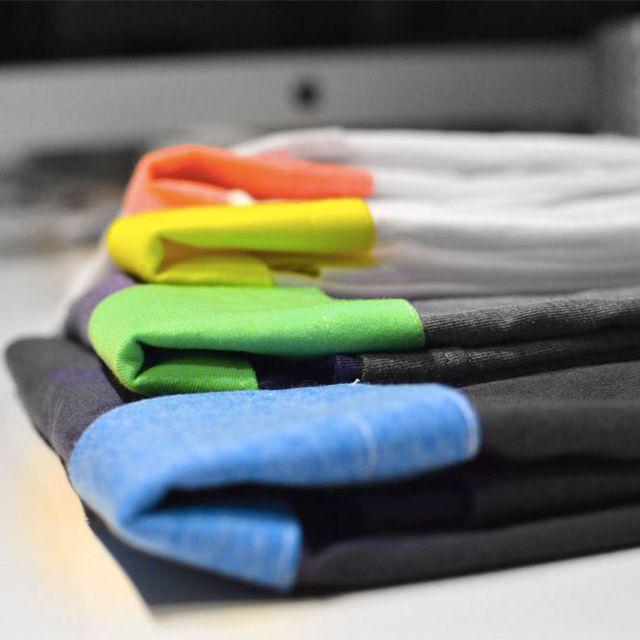 image: Dale color a tu día con nuestros bolsillos by colovrs