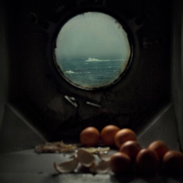 image: mpdrolet:From Weather ManEvgenia Arbugaeva by unevencarmine