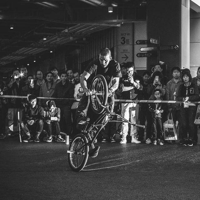 image: Last year I went to Shanghai and I had great time competing with my friends! @camilogutierrezbmx was there killing it! #flatland #bmx #shanghai #bmxshanghai #bmxlife #blackandwhite #extremsport #narcoticonatural by moya_flat