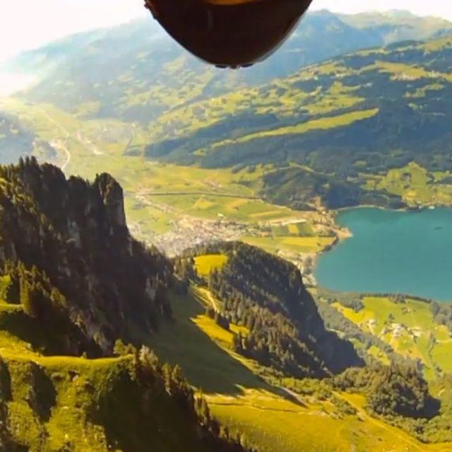 video: Wingsuit Flyers by juansh