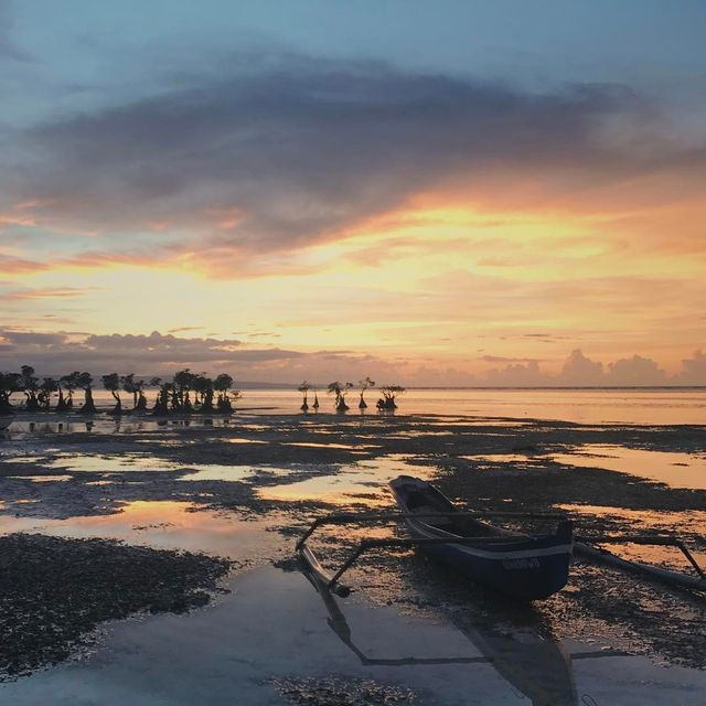 image: Quiet moments in Suma, Indonesia. @budgettour.id by kendollmartin