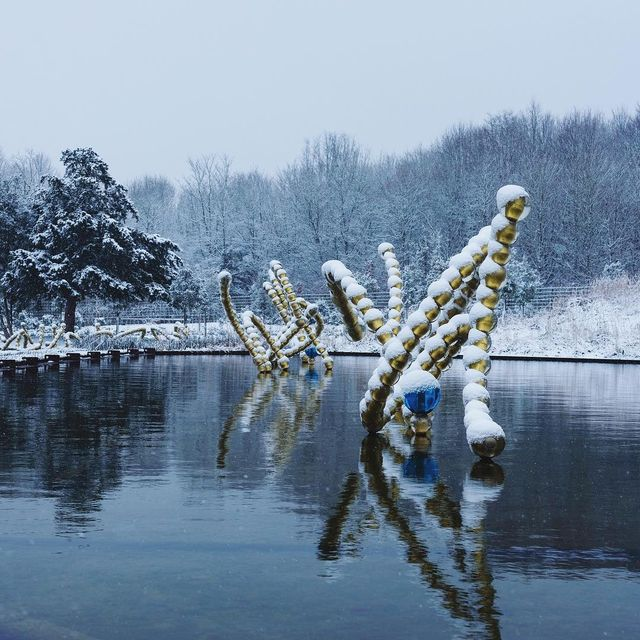 image: Glass, Ice, snow and gold all frozen together in the Water Theater Grove, Gardens of the @chateauversailles like in a #fairytale.#othoniel #jeanmichelothoniel @louisbenechofficial #thebeautifuldances #watertheatergrove #lesbellesdanses #bosquetdutheatred by othonielstudio