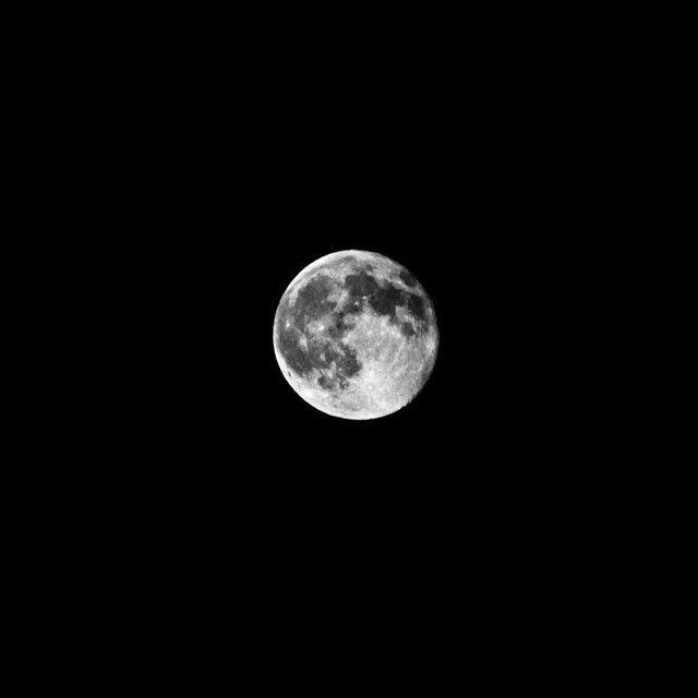 image: Mi primera foto a la luna con la nueva cmara no poda fa by newagirene