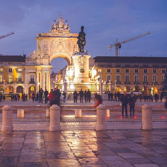 image: Praça do Comercio ⚓️...#lisboa #portugal #visitportugal #sheisnotlost #beautifuldestinations #girlslovetravel #toplisbonphoto #topportugalphoto #wearetravelgirls #passionpasport #cntraveler #topeuropephoto #ig_lisboa #ig_europe #hallazgosemanal #praçad by majolophoto