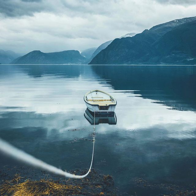 image: calm on. by lennart