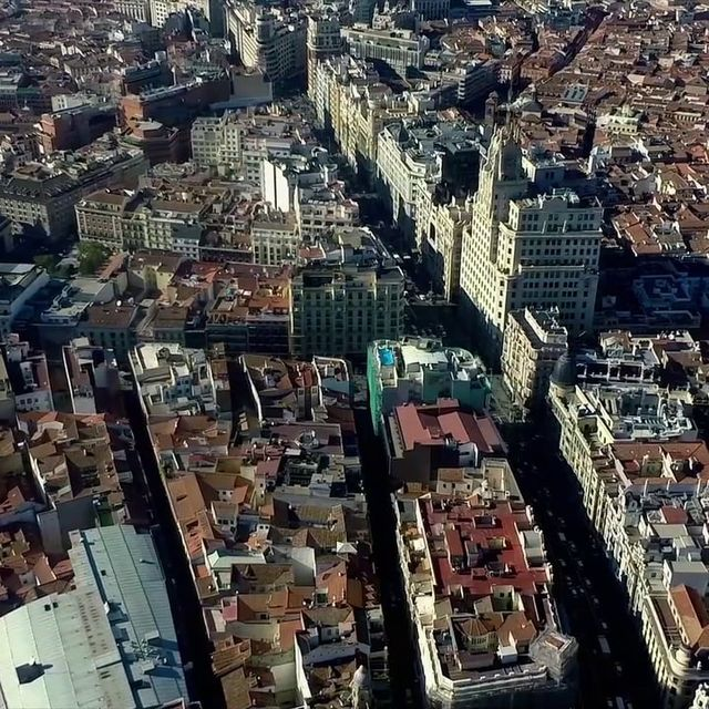 video: BIRD´S EYE VIEW OF MADRID by roiporto