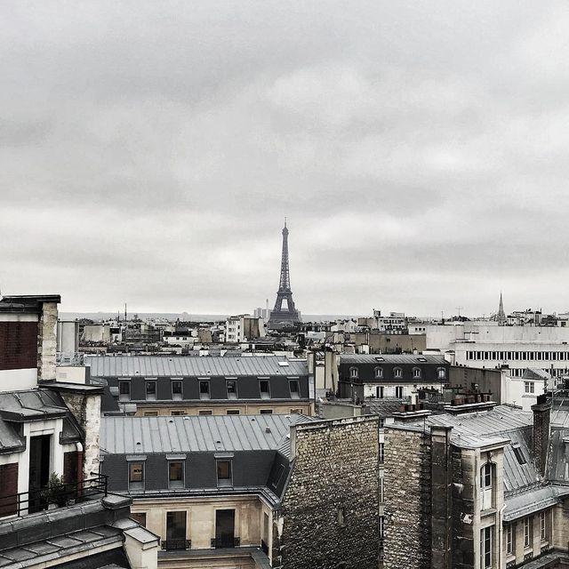image: Celle que j'adore ❤️ #toureiffel #toitsdeparis #parisjetaime #paris #photographer #picoftheday #mespetitespaillettes by mespetitespaillettes
