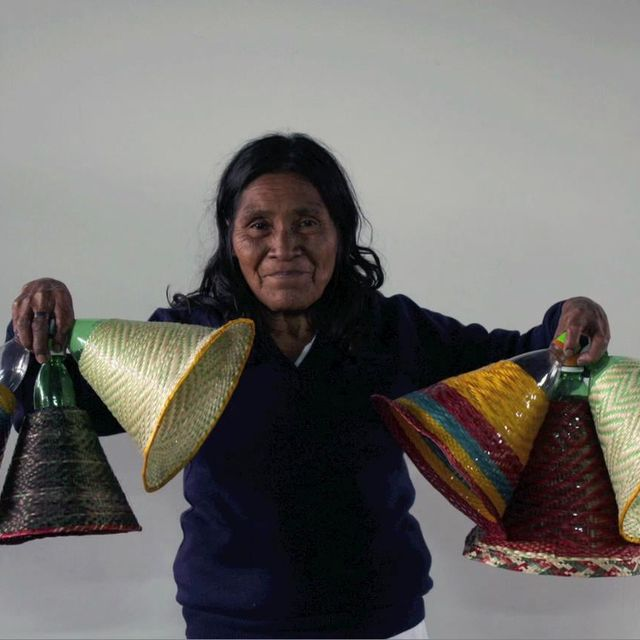 video: PET LAMPS by Álvaro Catalán de Ocón by koe