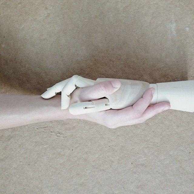 image: Todos lo hemos hecho alguna vez: apretar muy fuerte,... by pilar_francoborrell
