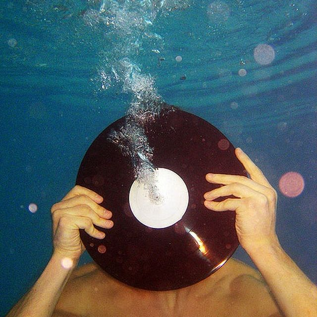 image: VINILO IN THE POOL by mayma