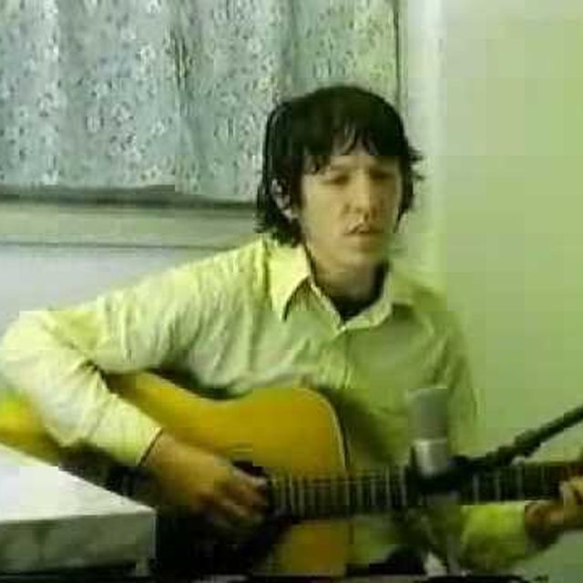 video: Elliott Smith - Between The Bars by modernghosts