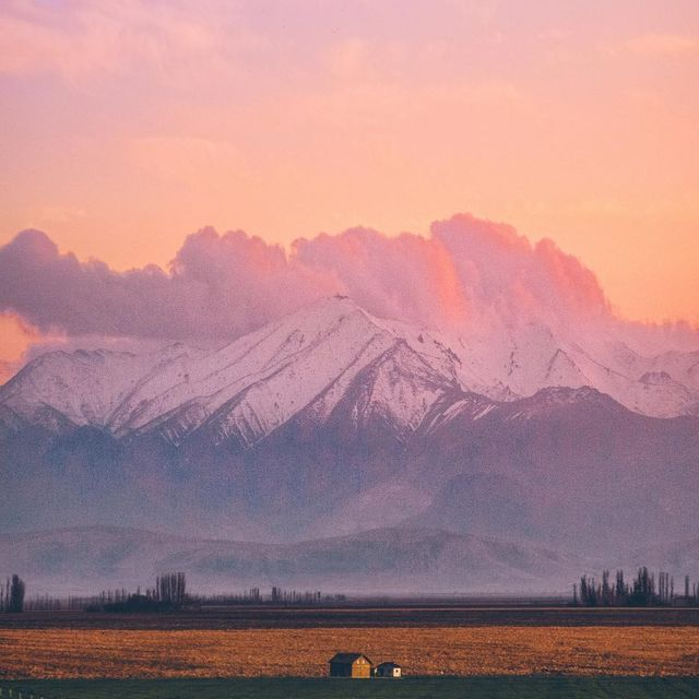 image: Mountain cabins + Dreamy sunsets by iwwm
