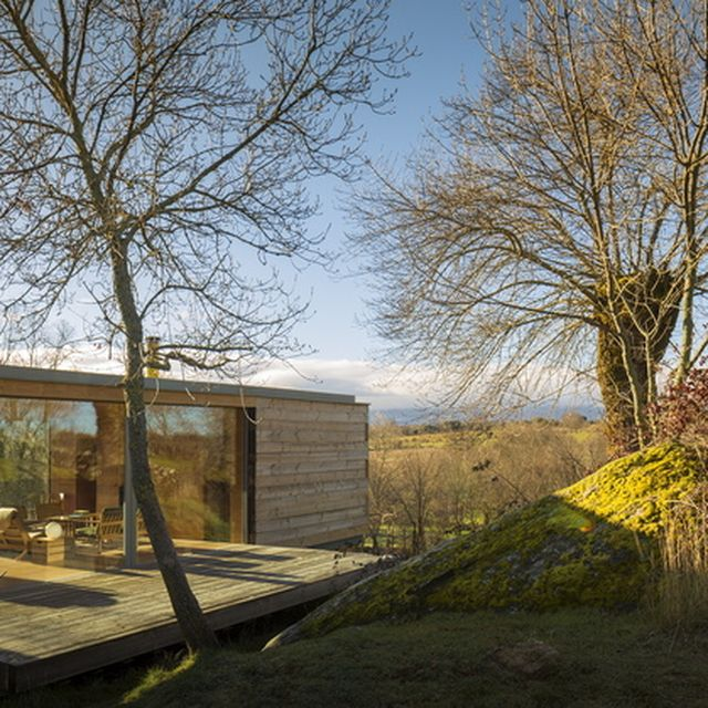image: Open Cabin Design with Cozy Wood Interiors by pattercoolness