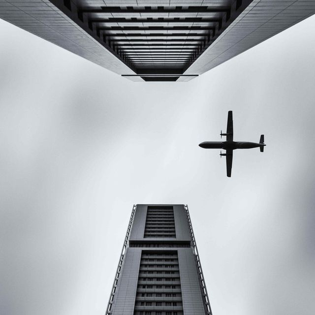 image: Flying through by Carlos M. Almagro by pegartblog