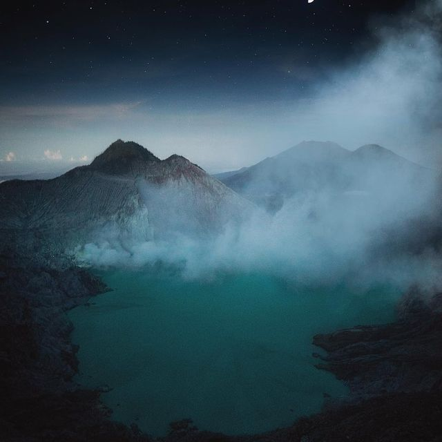 image: As the moon complements the stars, as the stars compliment the nights sky and as the smoke compliments the volcanoes you can compliment me by liking and commenting on this photo 😜😂 by josiahwg